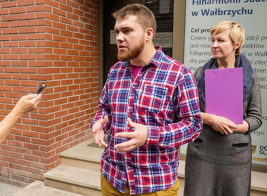 Wałbrzych: Kandydatki i kandydaci Partii Razem do sejmiku podpisali deklarację świeckości