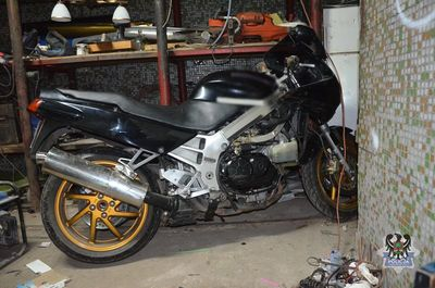 Wałbrzych: Policjanci odzyskali skradziony motocykl i zatrzymali podejrzanego o ten czyn 29–latka