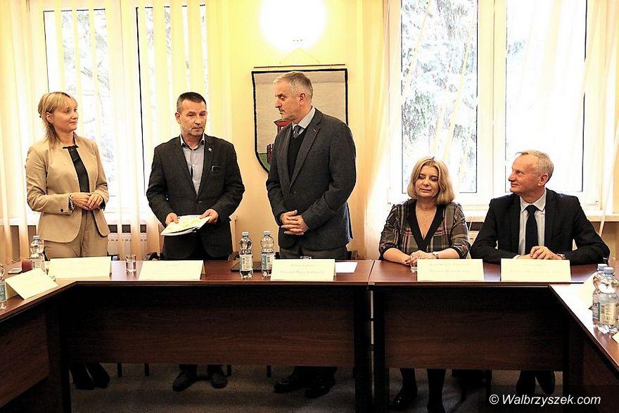 Jedlina-Zdrój: Rewitalizacja linii kolejowej nr 285 staje się faktem