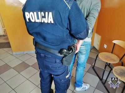 powiat wałbrzyski: Przyłożyli mężczyźnie nóż do gardła i zagrozili pozbawieniem życia