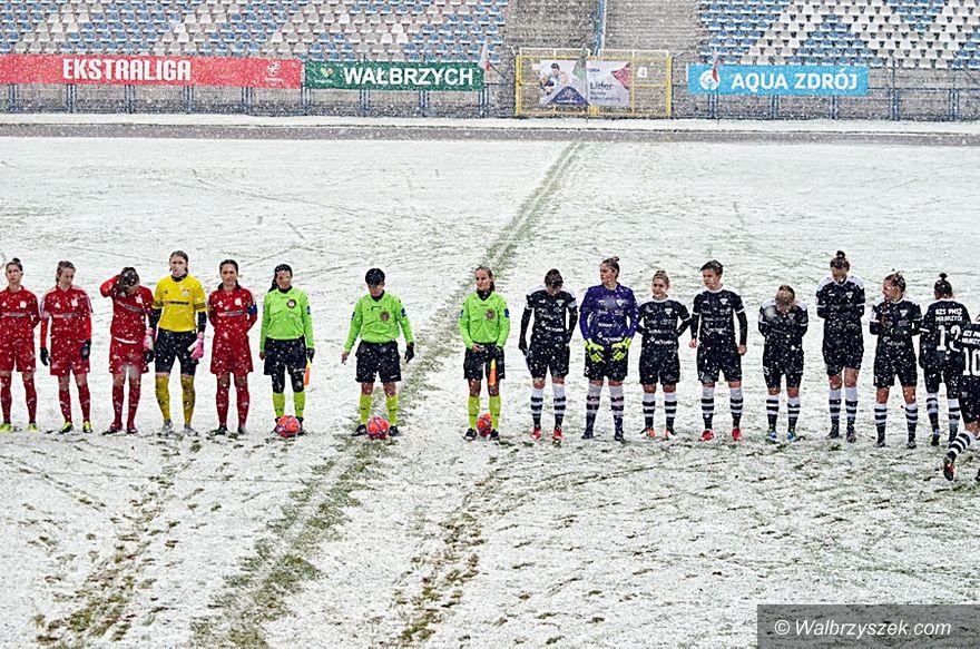 Wałbrzych: Ekstraliga piłkarska kobiet: Śnieg nie przeszkodził w rozbiciu wrocławianek