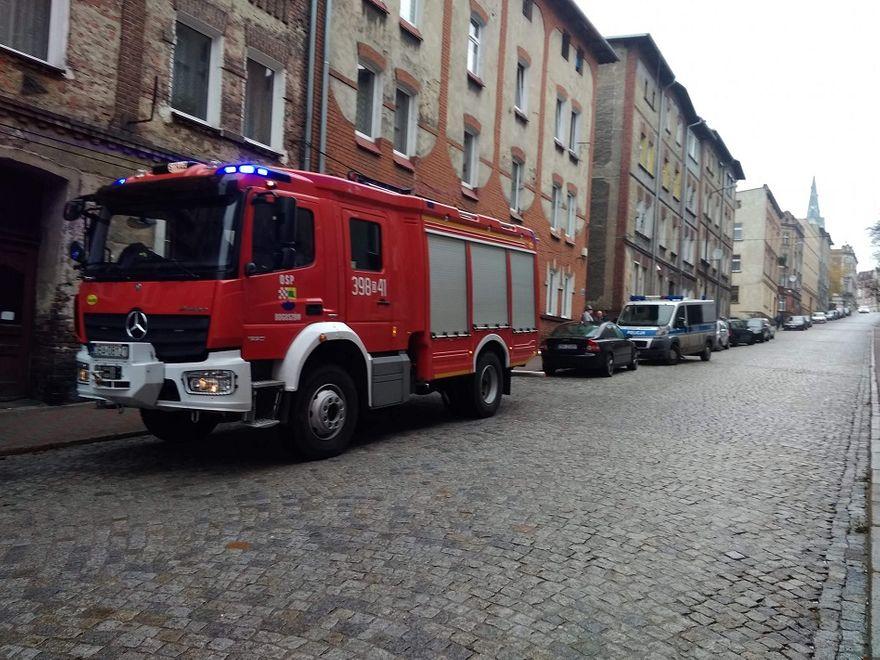 REGION, Boguszów-Gorce: Interwencje boguszowskich strażaków – ktoś podpalił drzwi do mieszkania