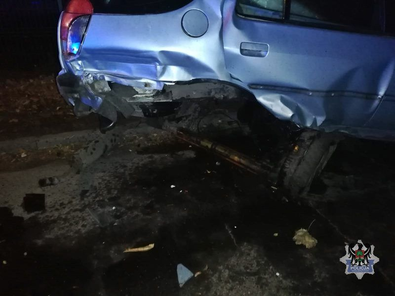 REGION, Szczawno-Zdrój: Kompletnie pijany kierowca wjechał w trzy inne zaparkowane pojazdy
