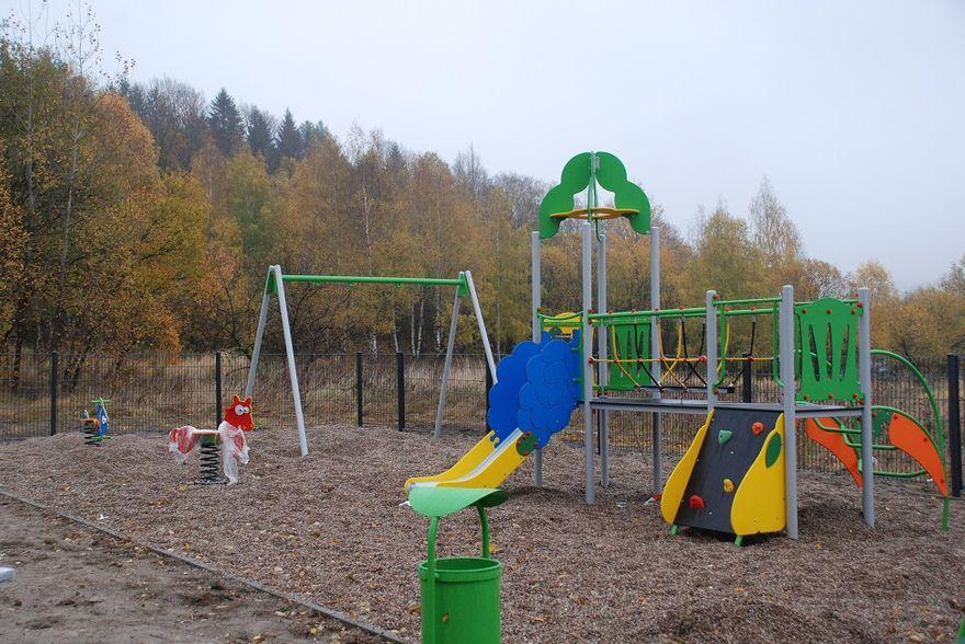 REGION, Głuszyca: Powstają nowe place zabaw
