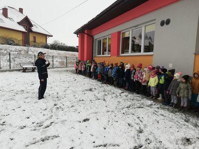 Wałbrzych/Boguszów-Gorce: Policjanci rozmawiali z dziećmi o bezpieczeństwie