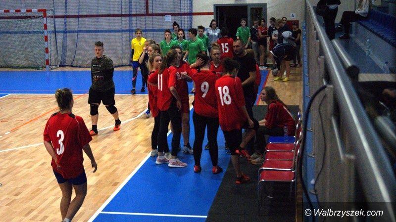 Wałbrzych/powiat wałbrzyski: Futsal dziewcząt dla ZS nr 3