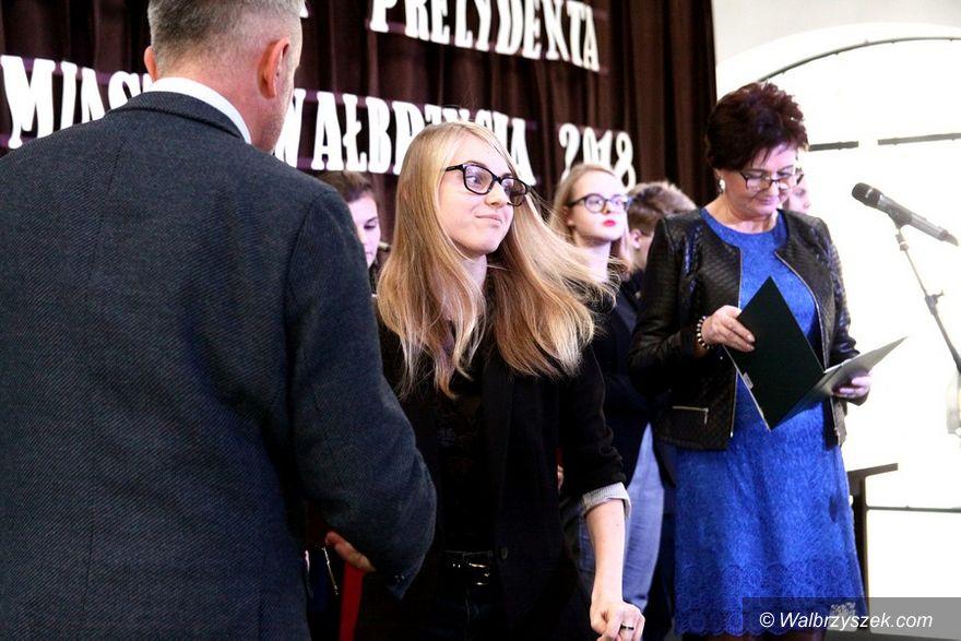 Wałbrzych: Uczniowie i studenci otrzymali stypendia