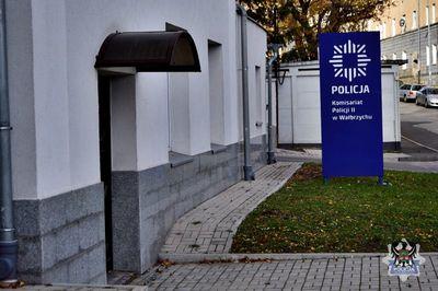 Wałbrzych: Po złości wybił szybę w mieszkaniu przy ul. Niepodległości
