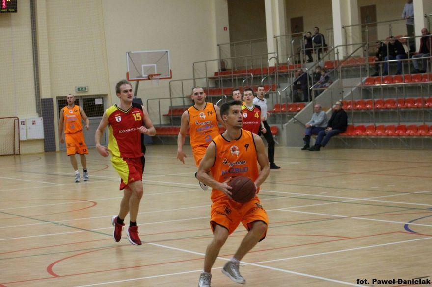 Szczawno-Zdrój: III liga koszykówki mężczyzn: Zwycięstwo po dogrywce