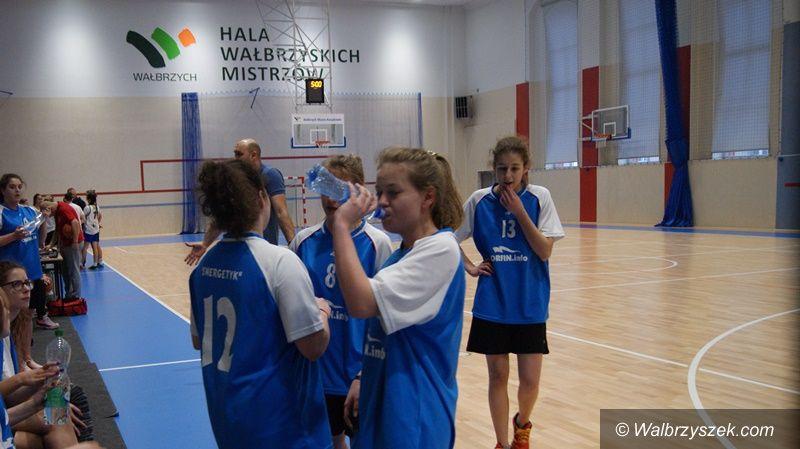 Wałbrzych: Dziewczęta IV LO wygrywają miejski finał koszykówki