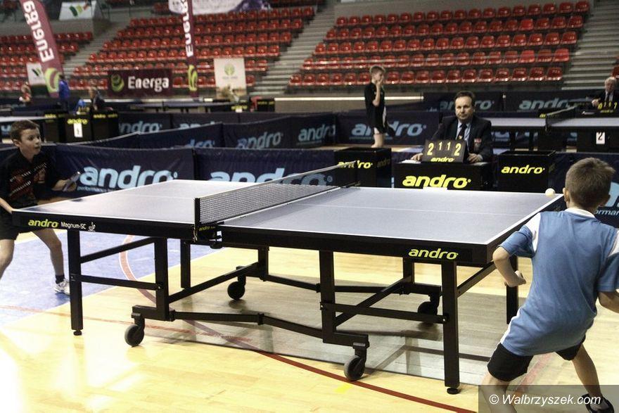 Wałbrzych: Młodzi tenisiści stołowi zakończyli zmagania
