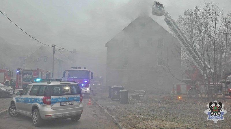 Wałbrzych: 63–letni sprawca pożaru przy ulicy Legnickiej stanie przed sądem