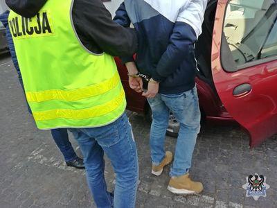 REGION, Szczawno-Zdrój: Policjanci kryminalni zdjęli z czarnego rynku blisko 2 kilogramy narkotyków