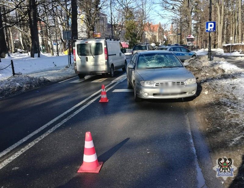 REGION, Szczawno-Zdrój: 73–latek potrącił pieszego