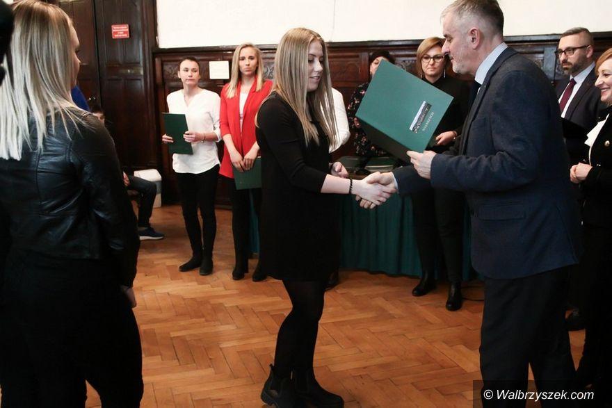 Wałbrzych: W wałbrzyskim magistracie wręczono stypendia sportowe