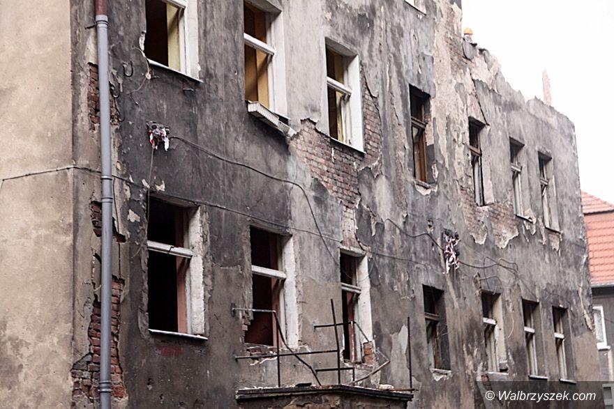 Wałbrzych: Plac Tuwima 1a – trwa rozbiórka