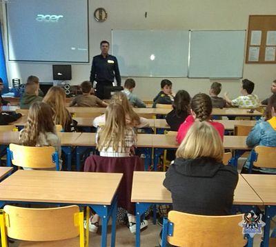 REGION, Stare Bogaczowice: Policjanci rozmawiali z uczniami o bezpieczeństwie w sieci, hejcie w internecie