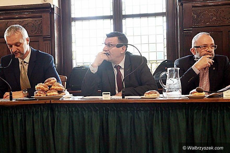 Wałbrzych: Basen i inne tematy poruszone podczas sesji rady miasta