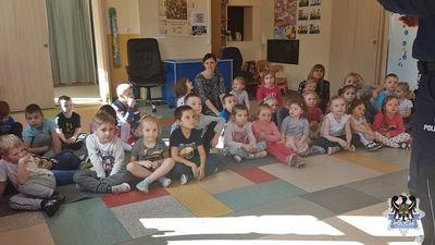 """REGION, Głuszyca Górna: W ramach akcji """"Świadomy junior"""" policjanci rozmawiali z przedszkolakami z Głuszycy o bezpieczeństwie"""