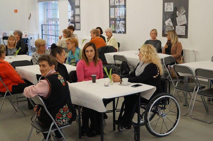 REGION, Boguszów-Gorce: Dzień Kobiet i wernisaż prac Estery Grabarczyk w CKK Witold