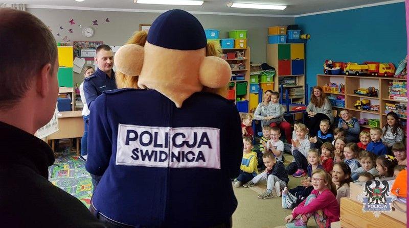 """REGION, Sokołowsko: Wałbrzyscy policjanci aktywni podczas """"Dolnośląskich Dni Bezpieczeństwa"""" zorganizowanych przez GDDKiA"""