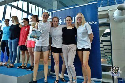 Głuszyca: Policjantka z Głuszycy na najniższym stopniu podium w sztafecie pływackiej