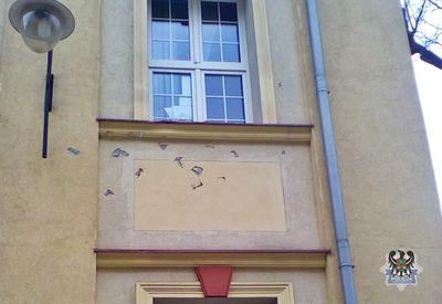 Wałbrzych: Wybił szybę i uszkodził elewację budynku szpitala