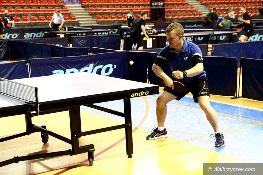 Wałbrzych: Wśród strażaków wyłoniono najlepszych tenisistów stołowych