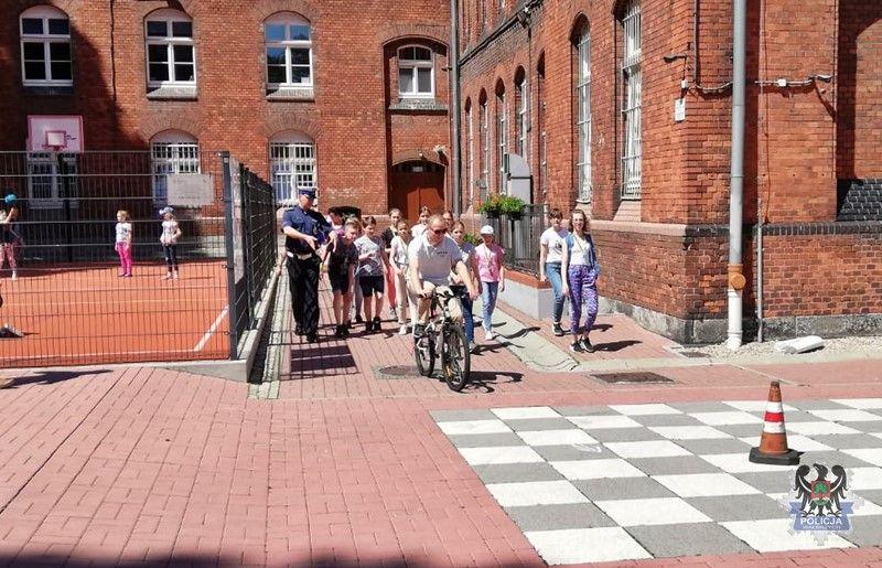 Wałbrzych/REGION: Wałbrzyscy policjanci egzaminowali młodych rowerzystów