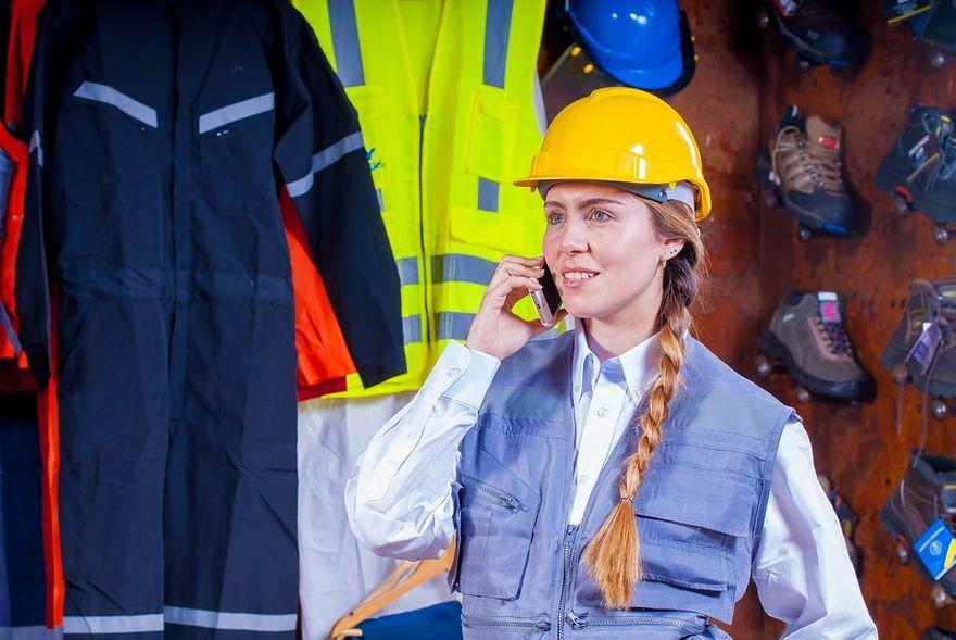 Kraj: Wykonujesz specjalistyczną pracę w wymagających warunkach? Zainwestuj w profesjonalną odzież roboczą