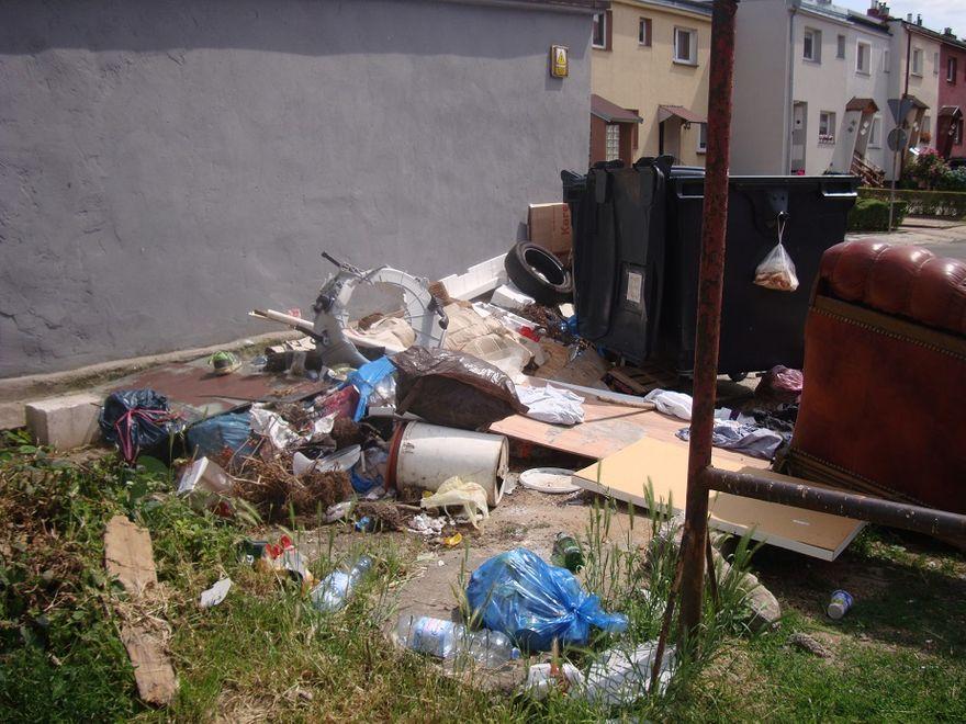 Wałbrzych: Śmieci na Westerplatte