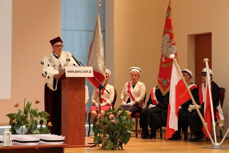 Wałbrzych: Studenci z dyplomami