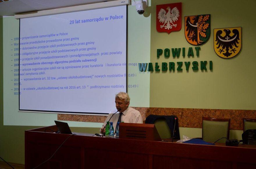 powiat wałbrzyski: Szkolenie dyrektorów