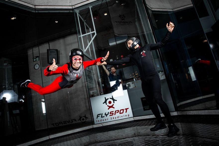 Kraj: Skok spadochronowy bez spadochronu? Sprawdź tunele aerodynamiczne!