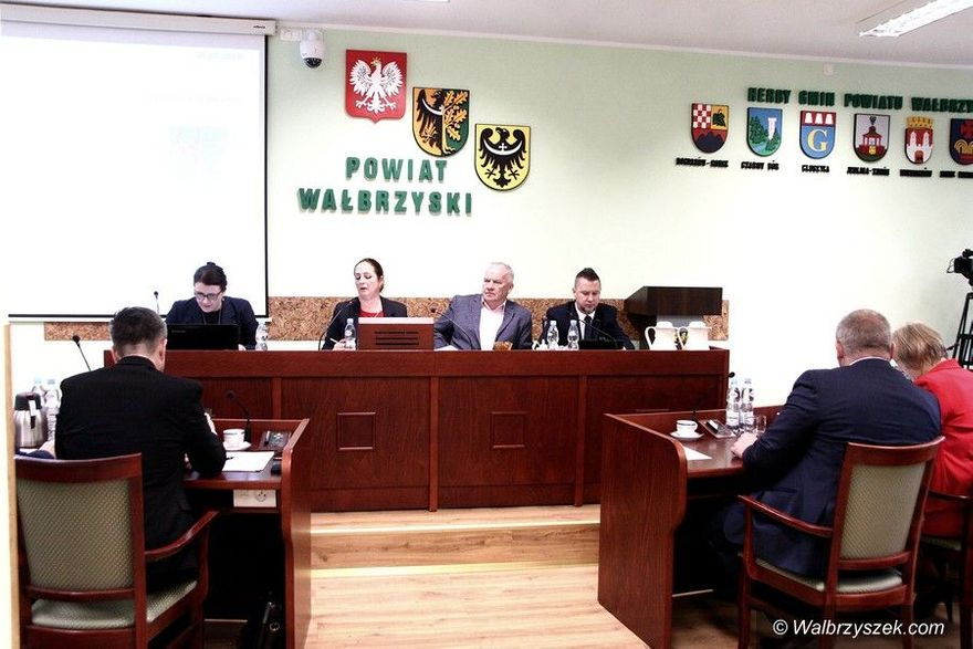 powiat wałbrzyski: Powiatowa sesja