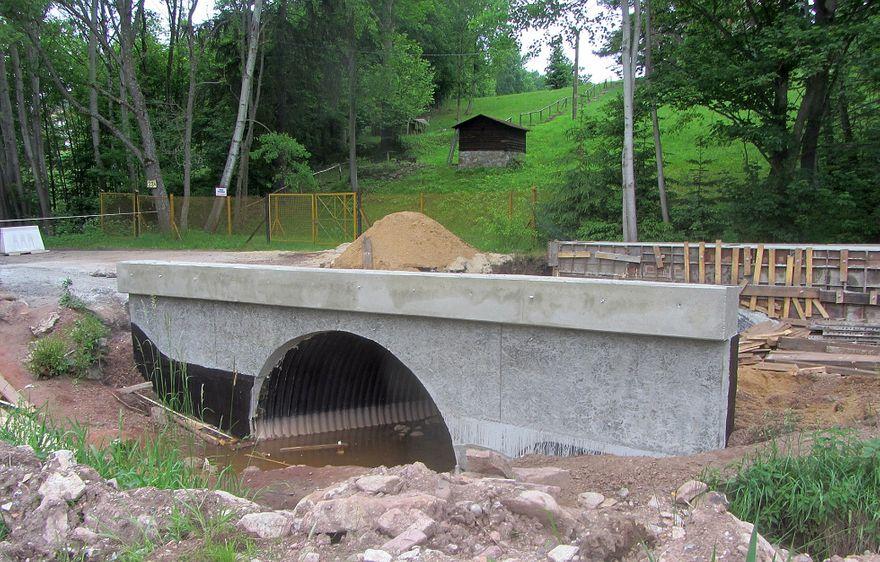 powiat wałbrzyski: Most w trakcie przebudowy