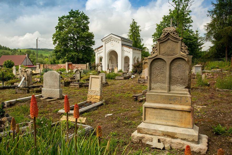 REGION, Gostków: Ratują cmentarz