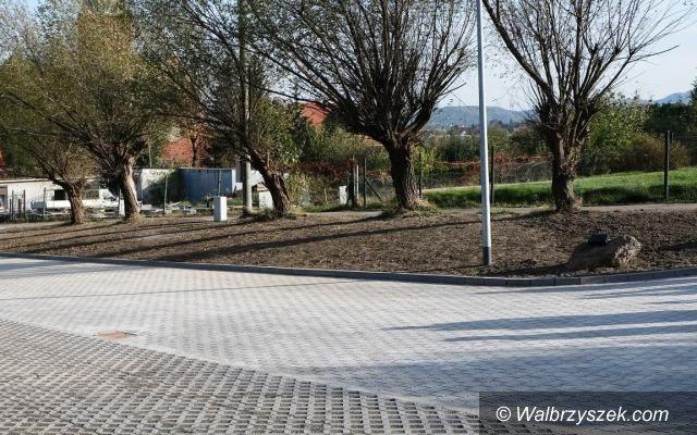 Wałbrzych: Parking koło cmentarza