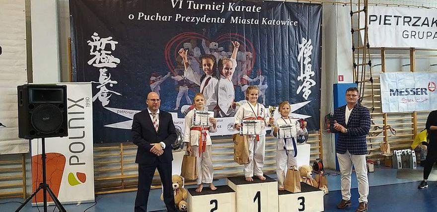 Wałbrzych: 13 medali karateków
