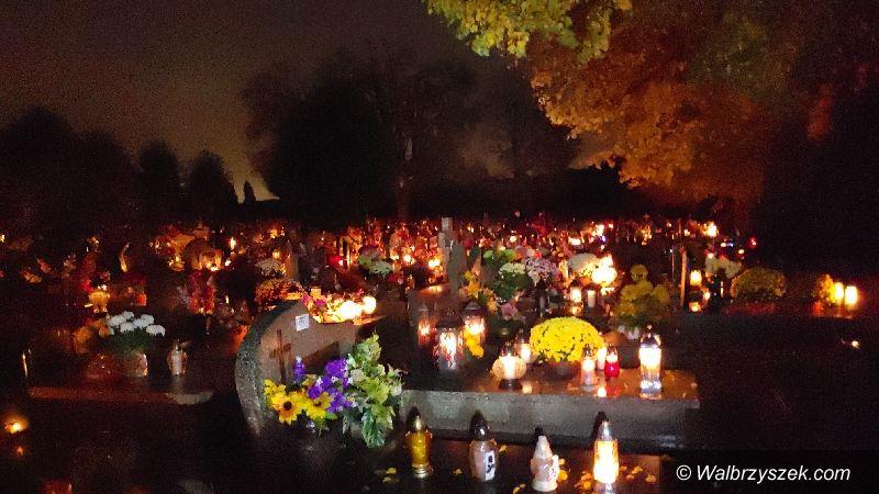 Wałbrzych/powiat wałbrzyski: Tłumy na cmentarzach