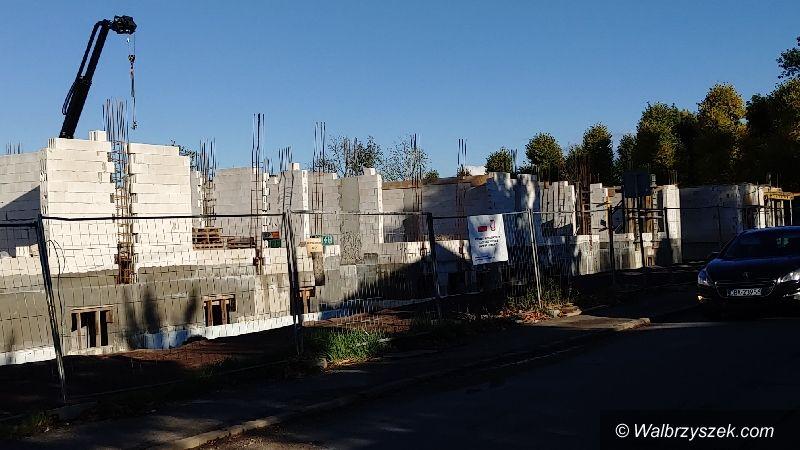 REGION, Szczawno-Zdrój: Gdy się mury pną do góry