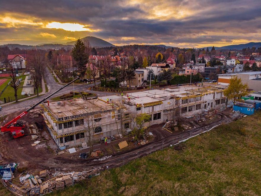 REGION, Szczawno-Zdrój: Budowa trwa