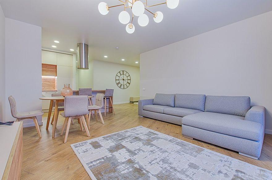 Wałbrzych/Kraj: Kanapa na środku salonu – jaki model wybrać?