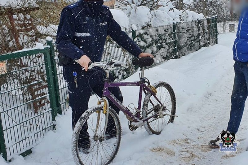 REGION, Boguszów-Gorce: Rowerem brnął przez śnieg