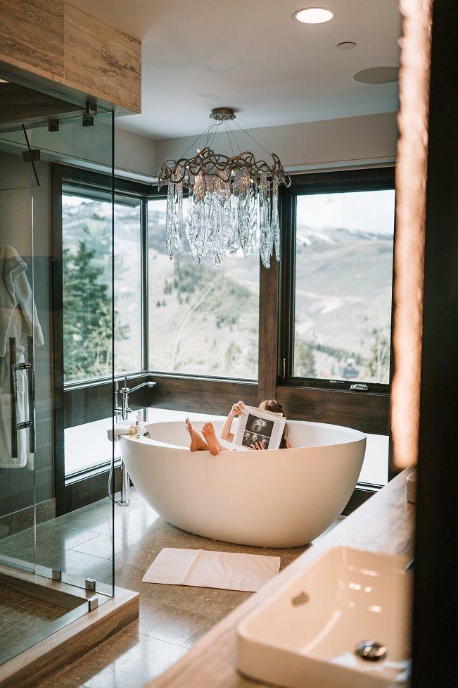 Wałbrzych/Kraj: Domowe centrum relaksu – jak urządzić przestronny salon kąpielowy?