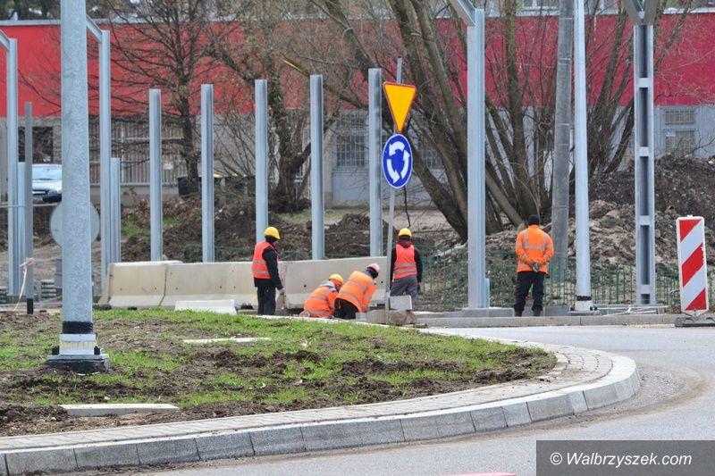Wałbrzych/Szczawno-Zdrój: Finiszują na rondzie