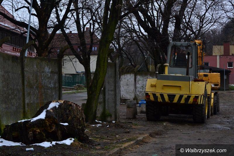 Wałbrzych: Demontują ogrodzenie