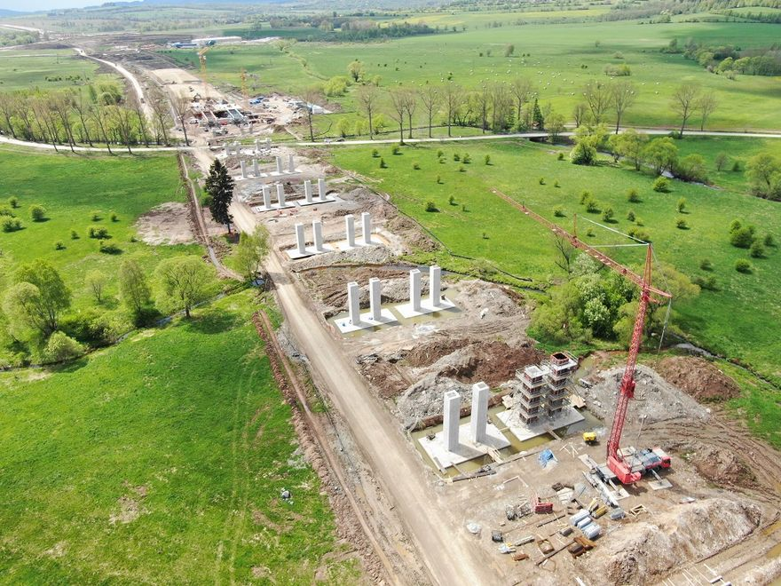 REGION: Setki osób na budowie