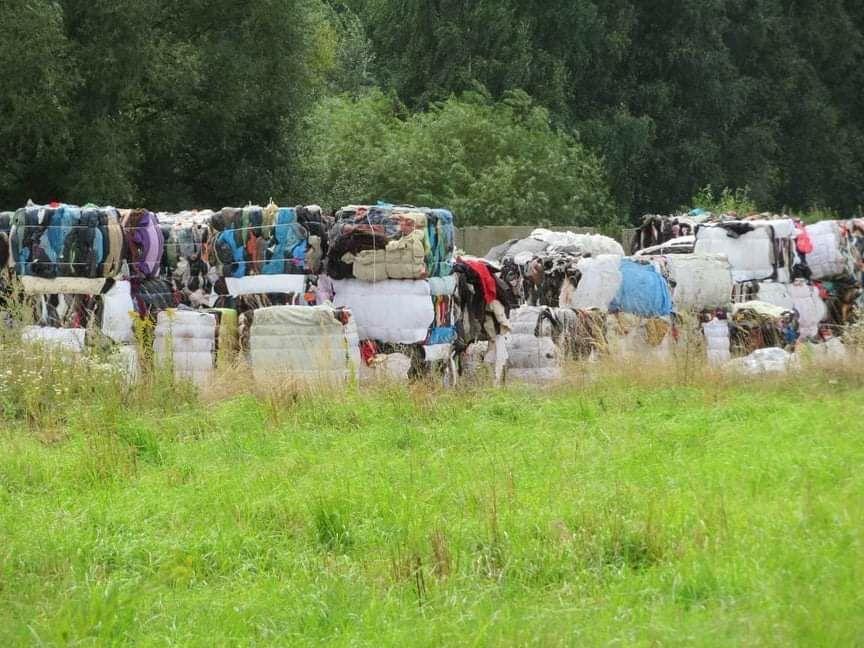 REGION, Chwaliszów: Wyrzucone tony ubrań