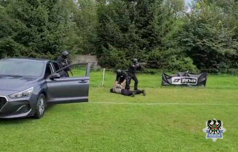 REGION, Głuszyca: Policyjny pokaz